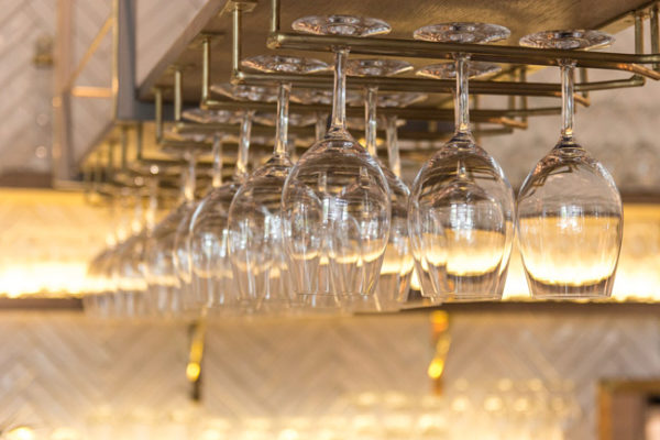 verres-vins-suspendu