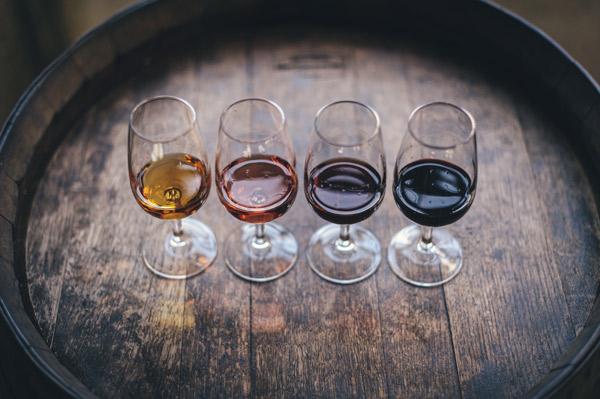 verre-vin-couleur-bois